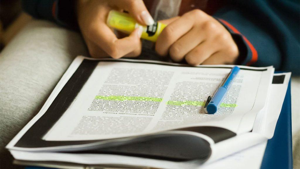 Kumpulan Contoh Artikel Ilmiah, Pengertian, Ciri-Ciri, dan Cara Penulisannya