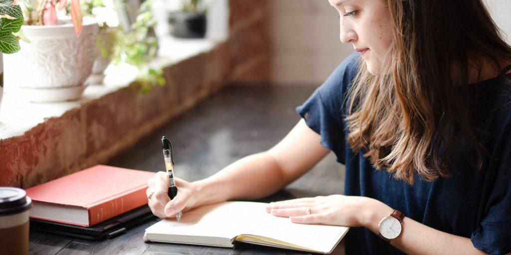 4.7. Jadikan contoh Puisi Pendek Sebagai Inspirasi Konten Anda
